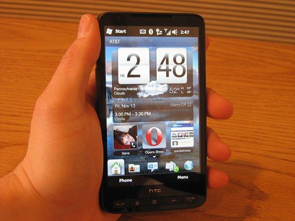 HTC HD2 в руке