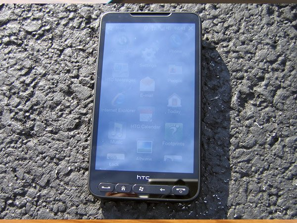 HTC HD2 на солнце